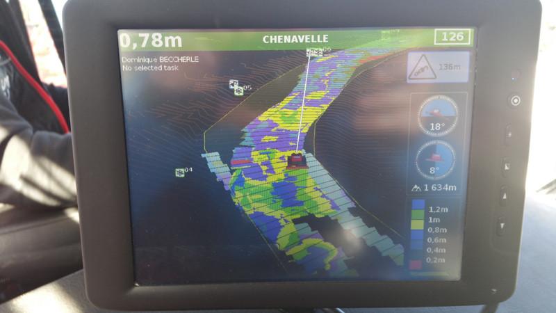 Ecran de contrôle du damage équipé d'un sonar et d'un GPS