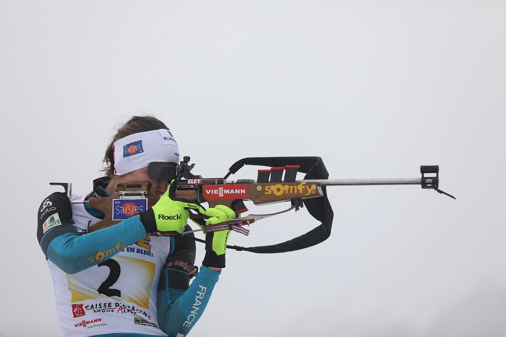 Justine Braisaz à la carabine 22 long rifle